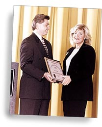 Donna Cornell receives award